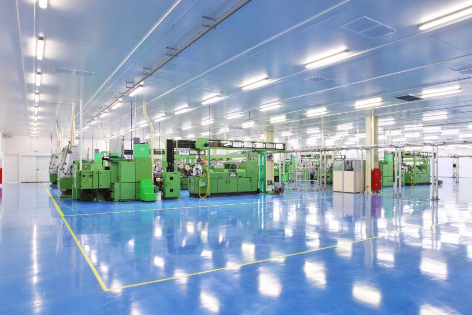 industrielle Bodenreinigung, sauberer Boden, Hallenboden reinigen, Boden reinigen, Gebäudereinigung